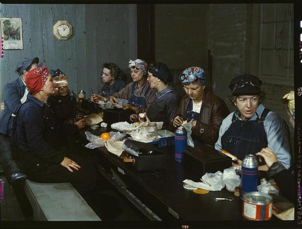 Women workers employed as wipers in the roundhouse having lunch in their rest room, Chicago and Northwest Railway Company. Clinton, Iowa, April 1943.